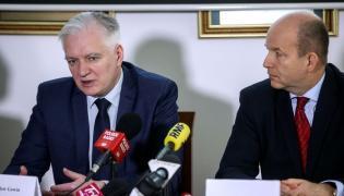 Minister zdrowia Konstanty Radziwiłł (P) oraz wicepremier, minister nauki i szkolnictwa wyższego Jarosław Gowin (L)