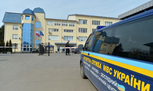 Atak terrorystyczny? Rosyjski trop? Konsulat w Łucku ostrzelany z granatnika. ZDJĘCIA