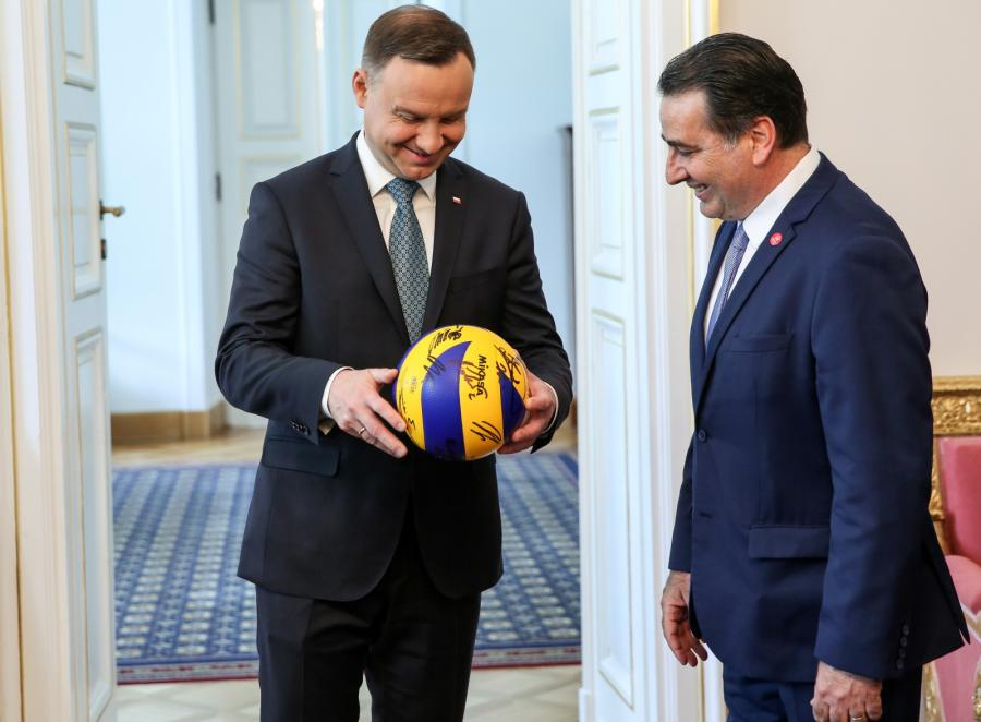 Prezydenta Andrzeja Dudy spotkał się z trenerem reprezentacji mężczyzn w piłce siatkowej Ferdinando De Giorgim
