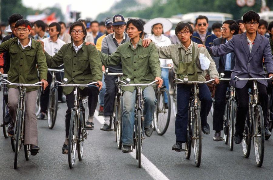 Pekin, Chiny, maj 1989. Dojazd studentow na Plac Tiananmen / Fot. Chris Niedenthal