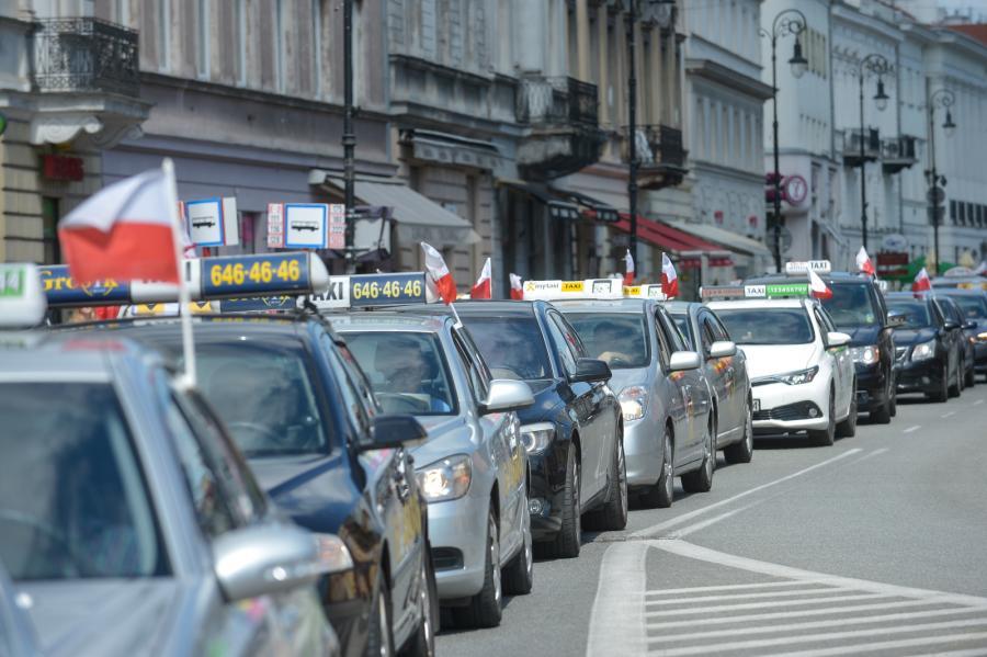 Protest taksówkarzy na Trakcie Królewskim w Warszawie