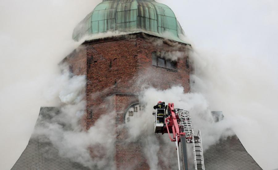 Strażacy walczą z pożarem katedry w Gorzowie Wielkopolskim
