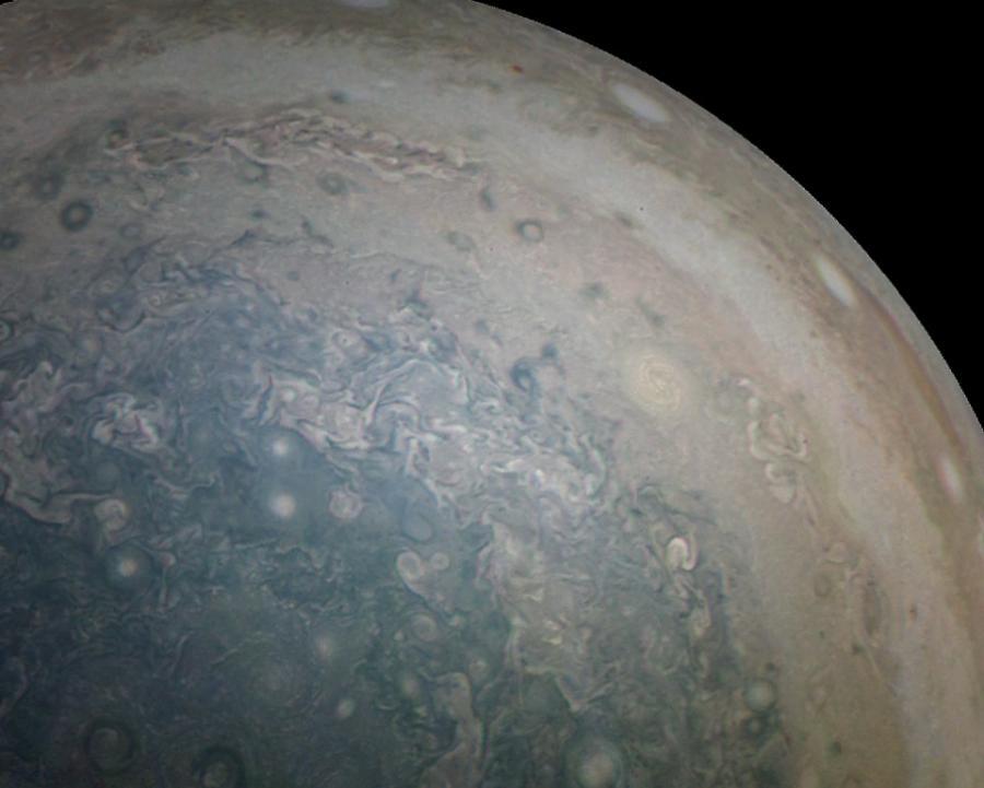 Wiry nad południowym biegunem Jowisza / Fot. NASA