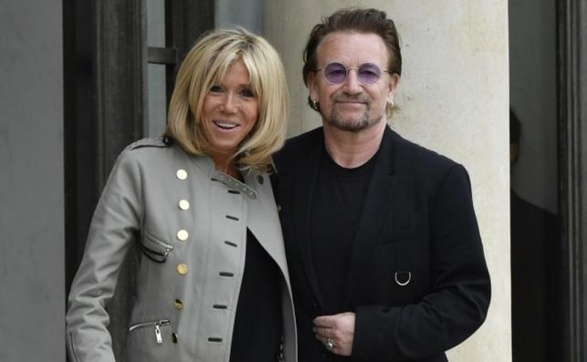 Francuska Pierwsza Dama Brigitte Macron i muzyk U2 Bono