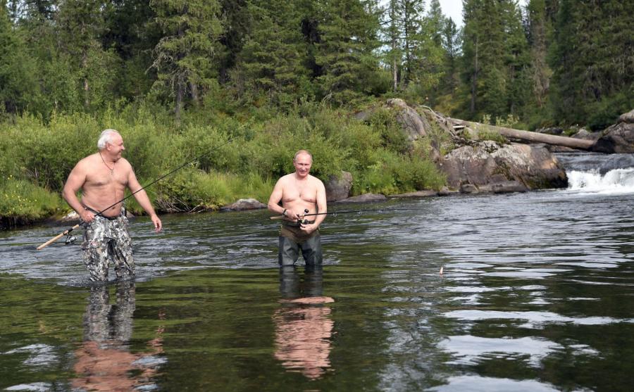 Władimir Putin łowi ryby
