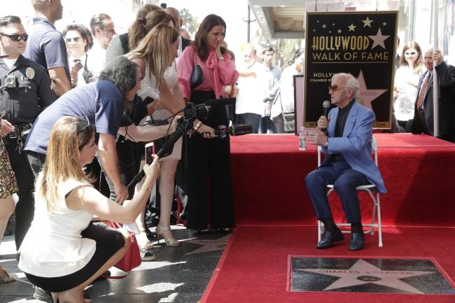 Charles Aznavour podczas uroczystości odsłonięcia jego gwiazdy w Hollywood