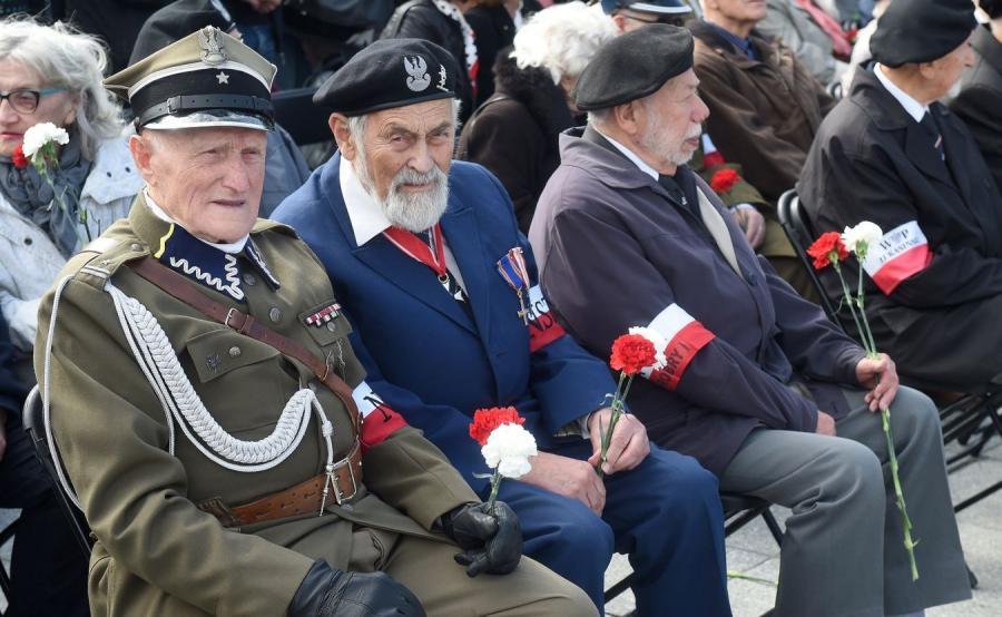 Kombatanci podczas obchodów 75. rocznicy powstania Narodowych Sił Zbrojnych