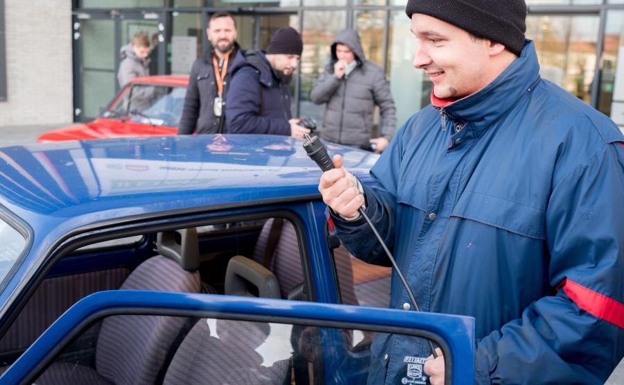 Tomek Atomek i jego elektryczny fiat 126p