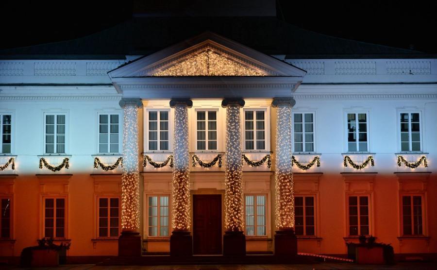 100 rocznica odzyskania Niepodległości. Okolicznościowa iluminacja na fasadzie Belwederu w Warszawie