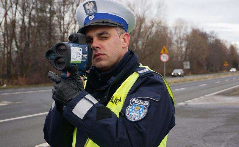 Miernik LTI 20/20 TruCam powinien także udokumentować niestosowanie się do sygnalizacji świetlnej na skrzyżowaniach oraz jazdę w niebezpiecznej odległości od innego pojazdu