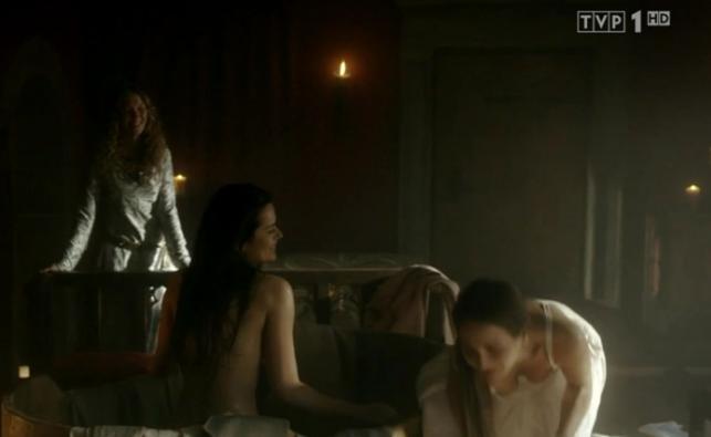 """Nagość w """"Koronie królów"""", sceny z 23. odcinka"""