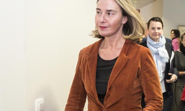 Czy w takim stroju podjęłaby kogoś innego? Federica Mogherini w fatalnej stylizacji na spotkaniu z szefem polskiego MSZ. FOTO