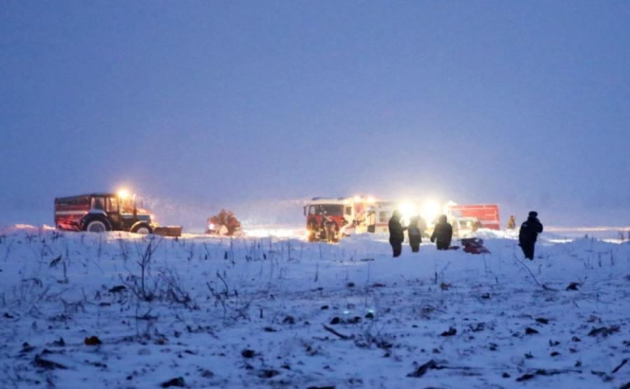 Rosyjskie służby na miejscu katastrofy samolotu