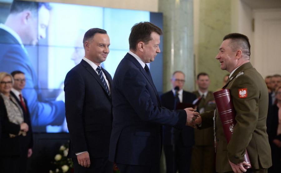 Prezydent Andrzej Duda wręczył nominację na stopień generała Leszkowi Surawskiemu