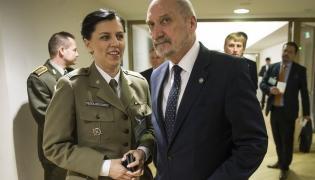 Anna Pęzioł-Wójtowicz i Antoni Macierewicz