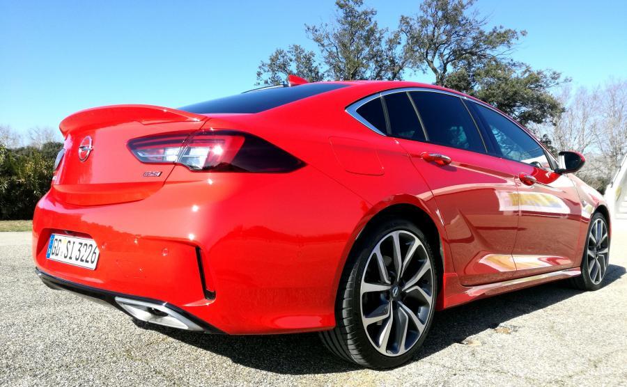 Opel Insignia GSi Grand Sport - w czerwonym jej do twarzy