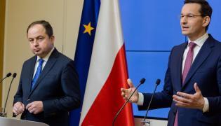Premier Mateusz Morawiecki i wiceminister spraw zagranicznych Konrad Szymański