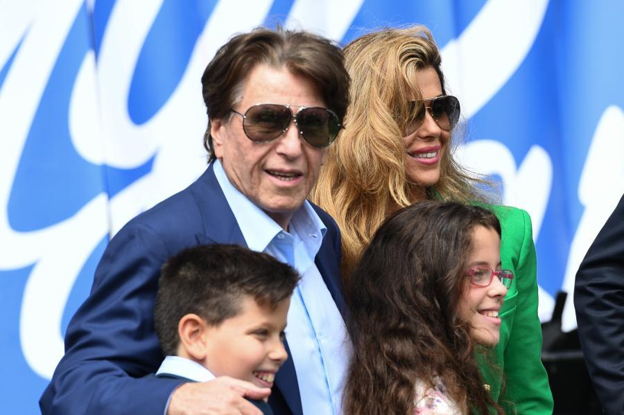 Pini Zahavi z rodziną