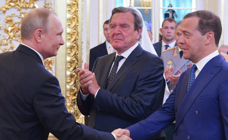 Władimir Putin. Dmitrij Miedwiediew i Gerhard Schroeder