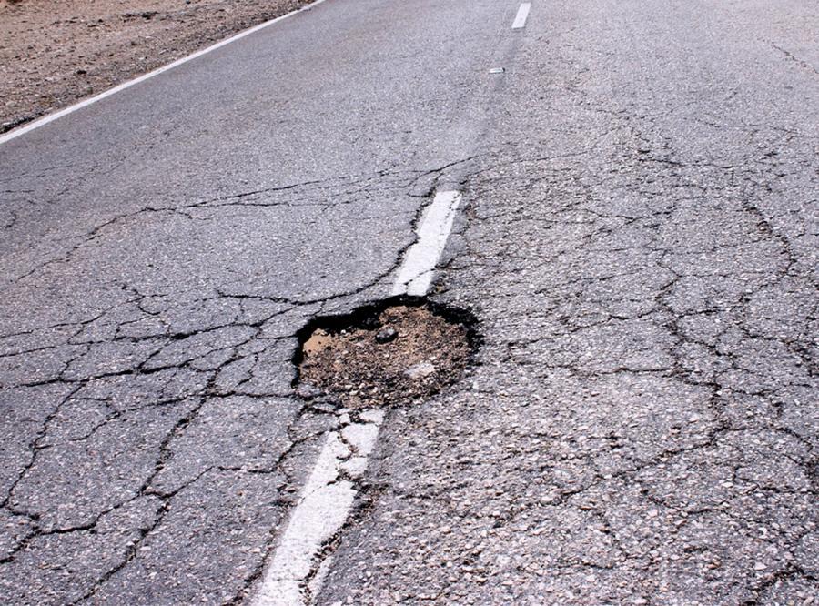 Urzędnicy idą na wojnę z kiepskimi drogami