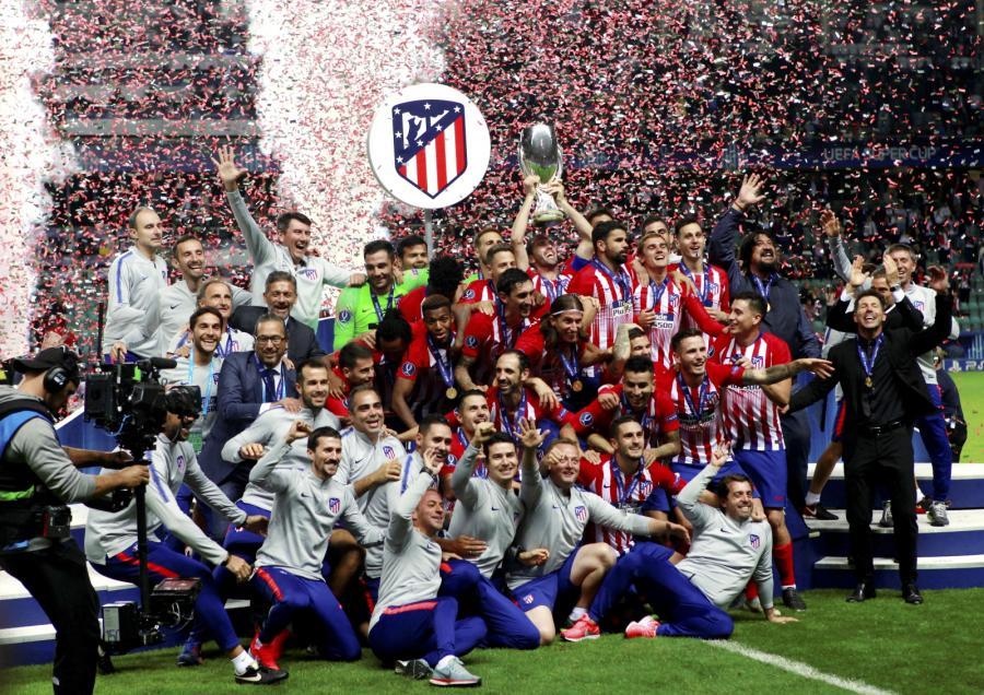 Piłkarze Atletico Madryt z Superpucharem Europy