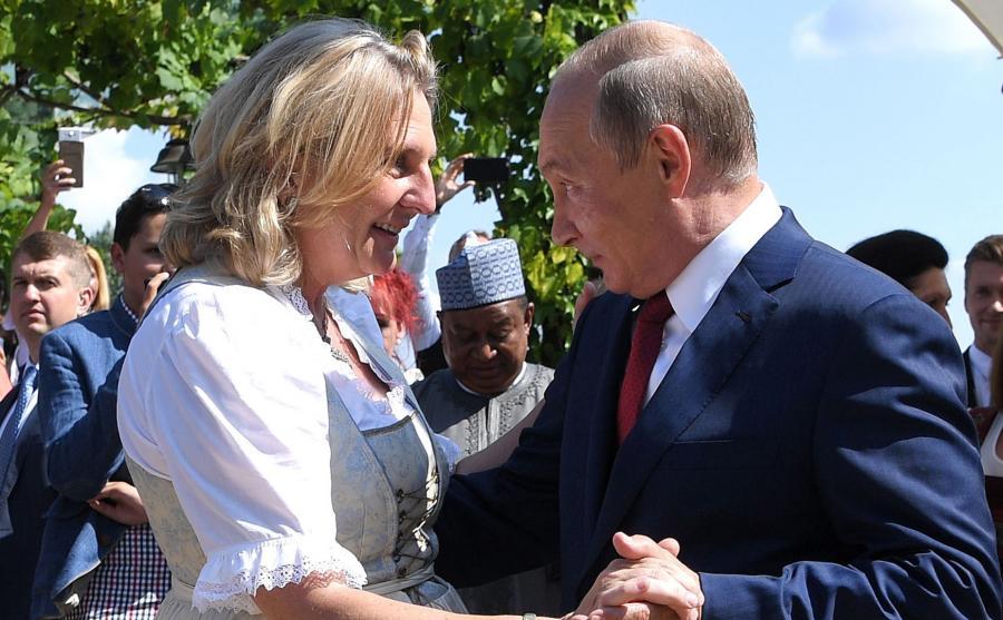 Taniec Putina i szefowej MSZ Austrii