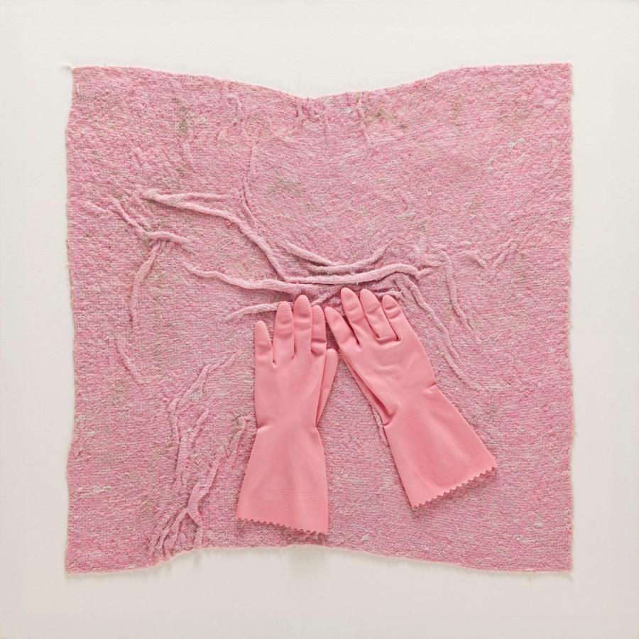 """Iwona Demko, """"Różowy kwadrat na białym tle. Dla kobiet, które nieustannie się krzątają"""", 2015r."""