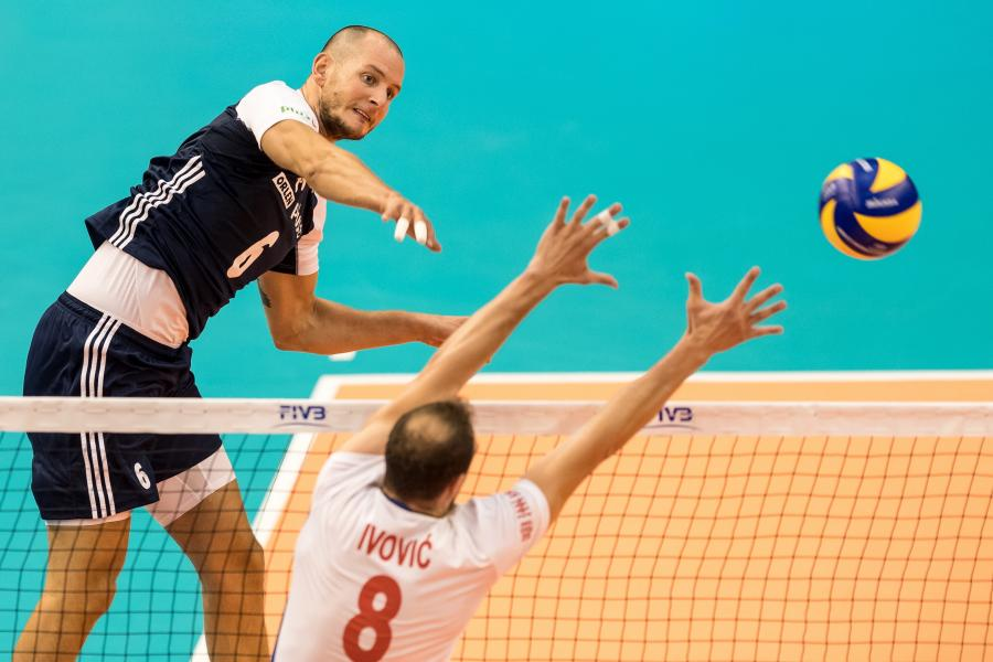 Polak Bartosz Kurek (L) i Marko Ivović (P) z Serbii