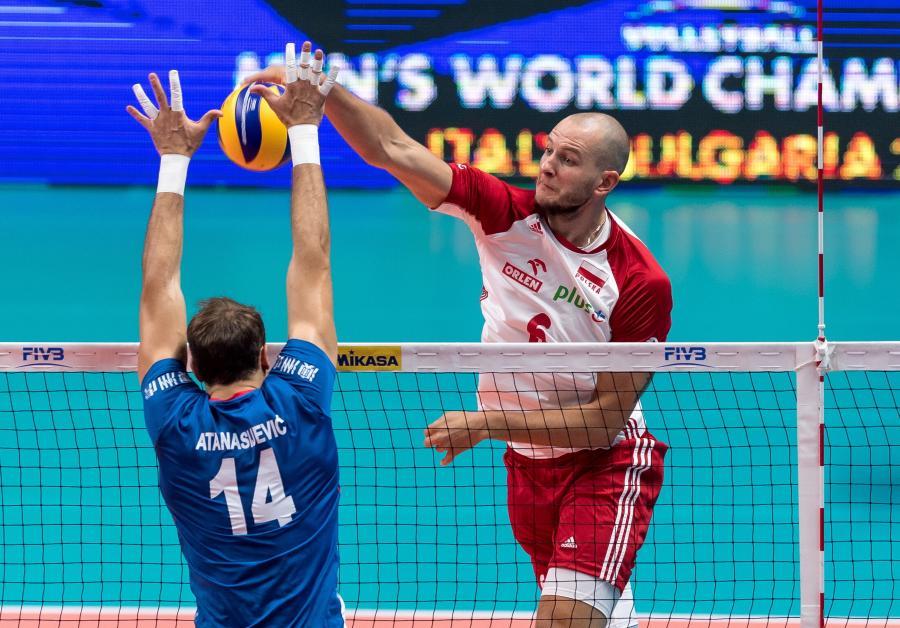 Polak Bartosz Kurek (P) i Aleksandar Atanasijevic (L) z Serbii