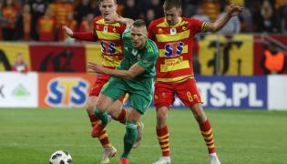 Piłkarze Jagiellonii Białystok Marcin Robak (C) i Ivan Runje (L) oraz Łukasz Burliga (P) ze Śląska Wrocław