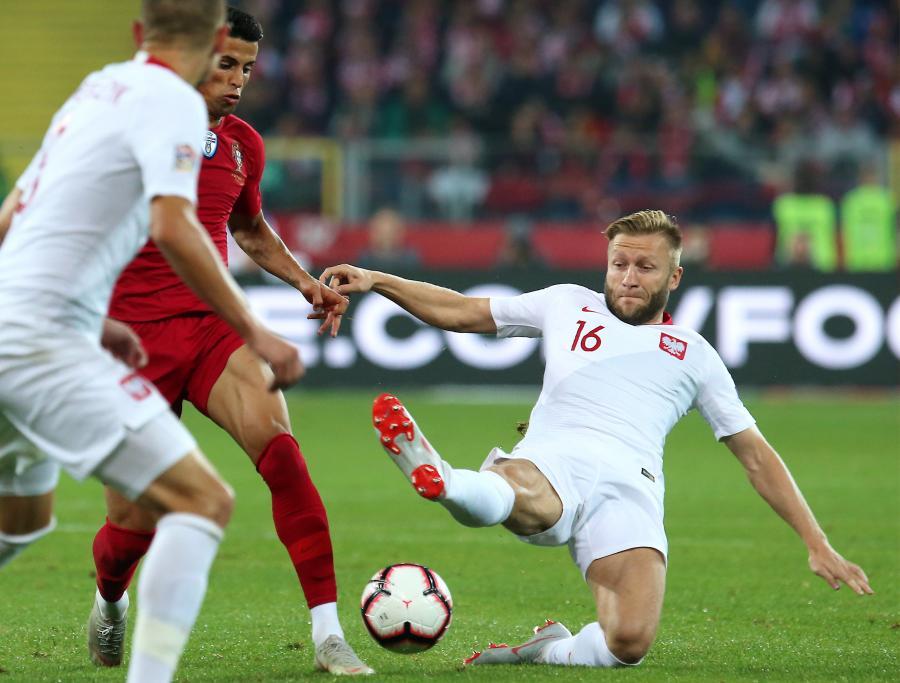 Polak Jakub Błaszczykowski (P) i Joao Cancelo (L) z Portugalii podczas meczu piłkarskiej Ligi Narodów w Chorzowie