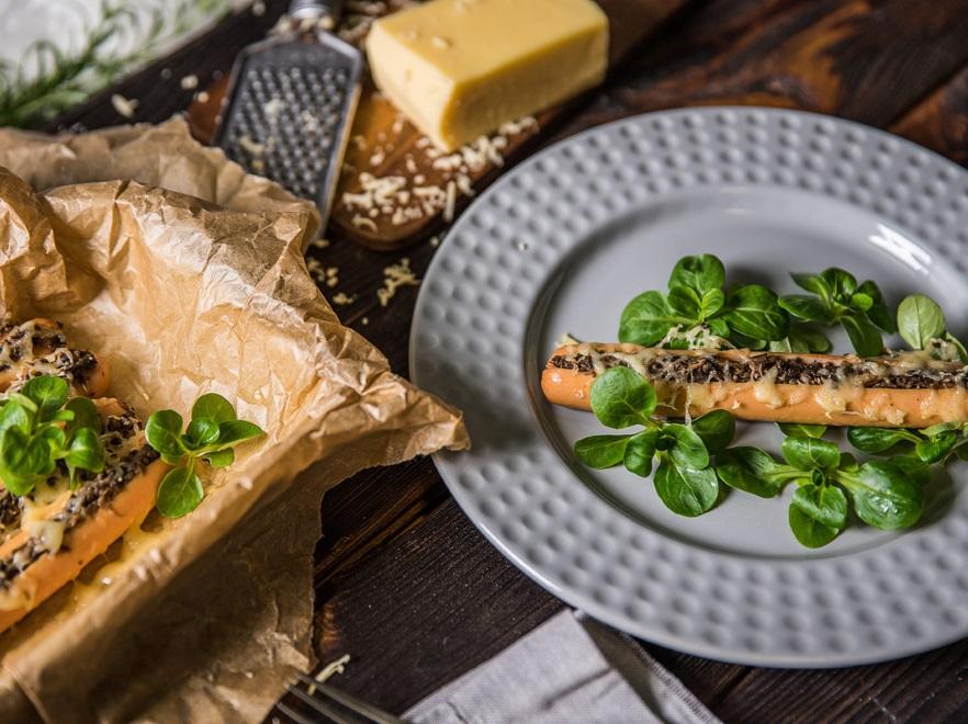 Parówki zapiekane z pieczarkami i serem