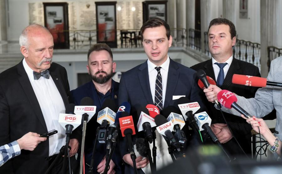 Janusz Korwin-Mikke i posłowie Piotr Liroy-Marzec, Jakub Kulesza i Jacek Wilk