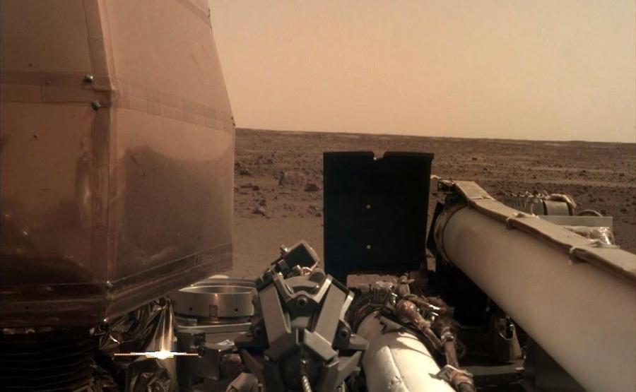 Zdjęcia InSight z Marsa