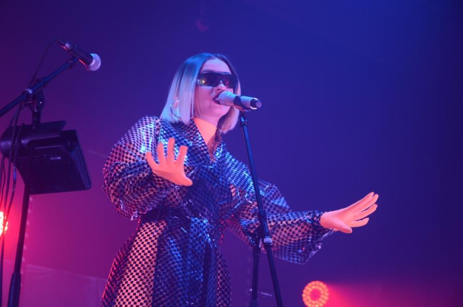 Natalia Nykiel podczas koncertu w klubie Stodoła. Warszaw, 28 listopada 2019