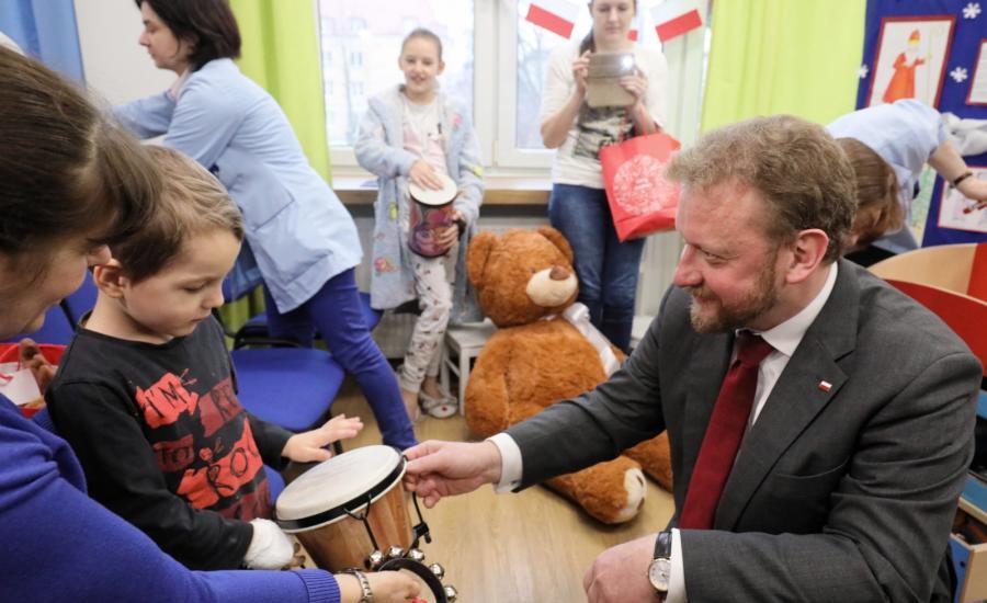 Minister zdrowia Łukasz Szumowski na spotkaniu z dziećmi w Szpitalu Dziecięcym przy ul. Niekłańskiej w Warszawie