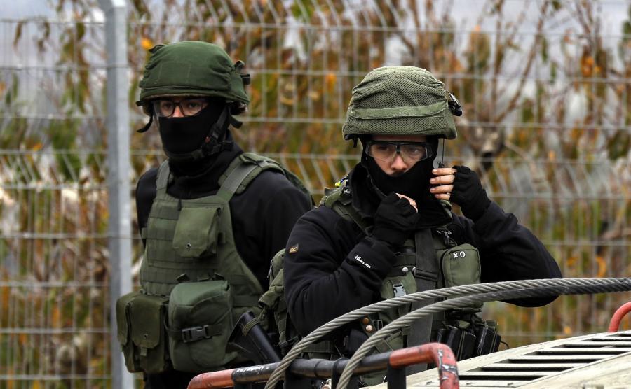 Izraelscy żołnierze na granicy z Libanem