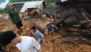 Osunięcie się ziemi w Indonezji