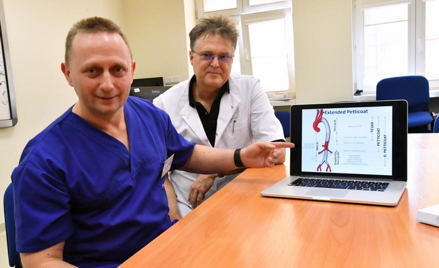 Dr Arkadiusz Kazimierczak i prof. Piotr Gutowski