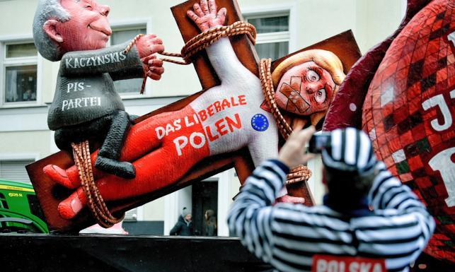 Karykatura Kaczyńskiego, May i Trumpa podczas tradycyjnej parady w Duesseldorfie [ZDJĘCIA]