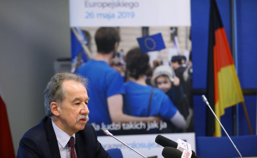 Przewodniczący Państwowej Komisji Wyborczej Wojciech Hermeliński podczas śniadania prasowego \