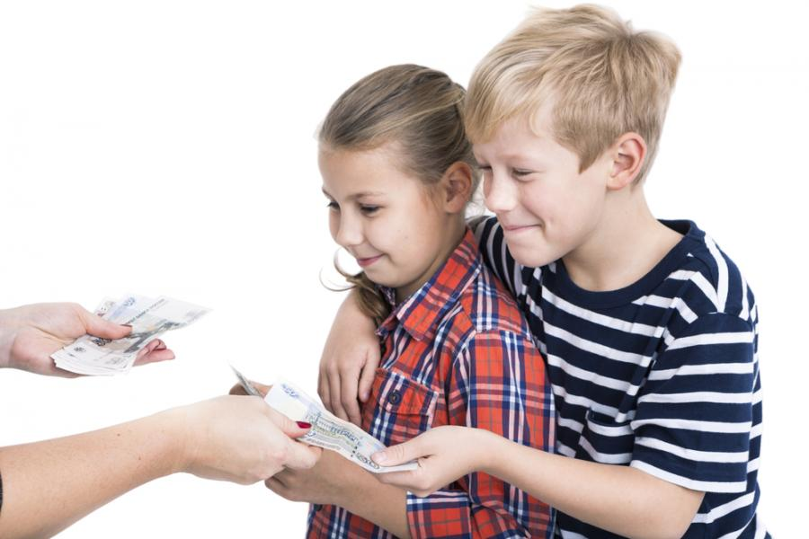 Dzieci dostają kieszonkowe