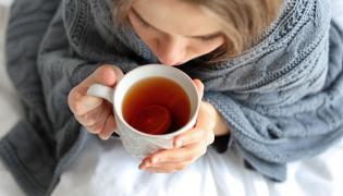 Powstaniu nowotworu sprzyja gorąca herbata lub kawa