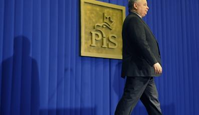 Kaczyński wraca do korzeni. Mówi o układzie
