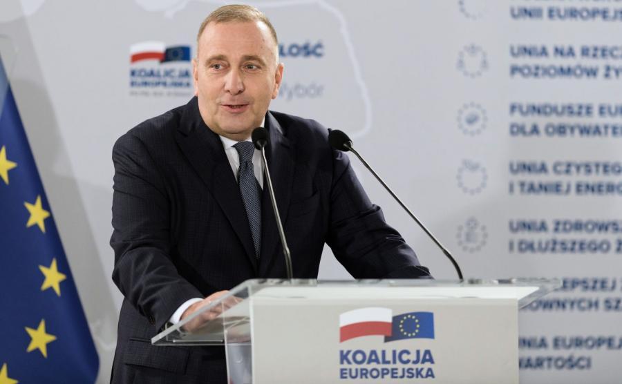 Przewodniczący PO Grzegorz Schetyna przemawia podczas regionalnej konwencji Koalicji Europejskiej w Poznaniu