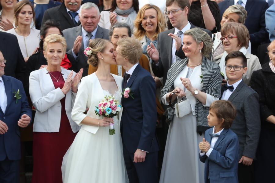 Reprezentant Polski w skokach narciarskich Dawid Kubacki poślubił Martę Majcher. Ceremonia odbyła się w sanktuarium Matki Bożej Częstochowskiej we wsi Bachledówka