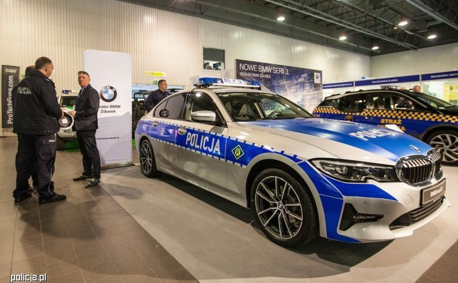 Nowe BMW serii 3 jako oznakowany radiowóz