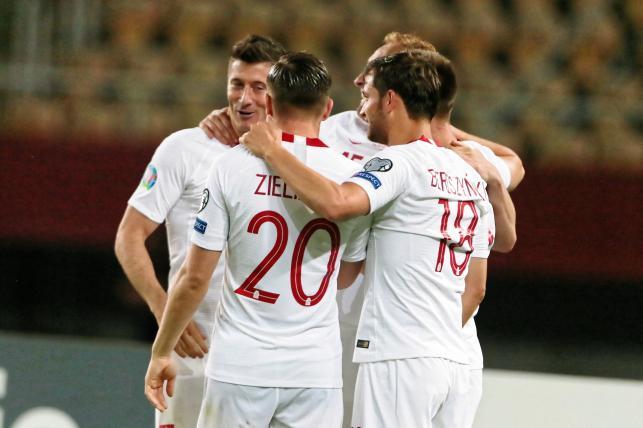 Radość zawodników Polski po strzeleniu bramki podczas meczu eliminacyjnego piłkarskich mistrzostw Europy grupy G z Macedonią Północną
