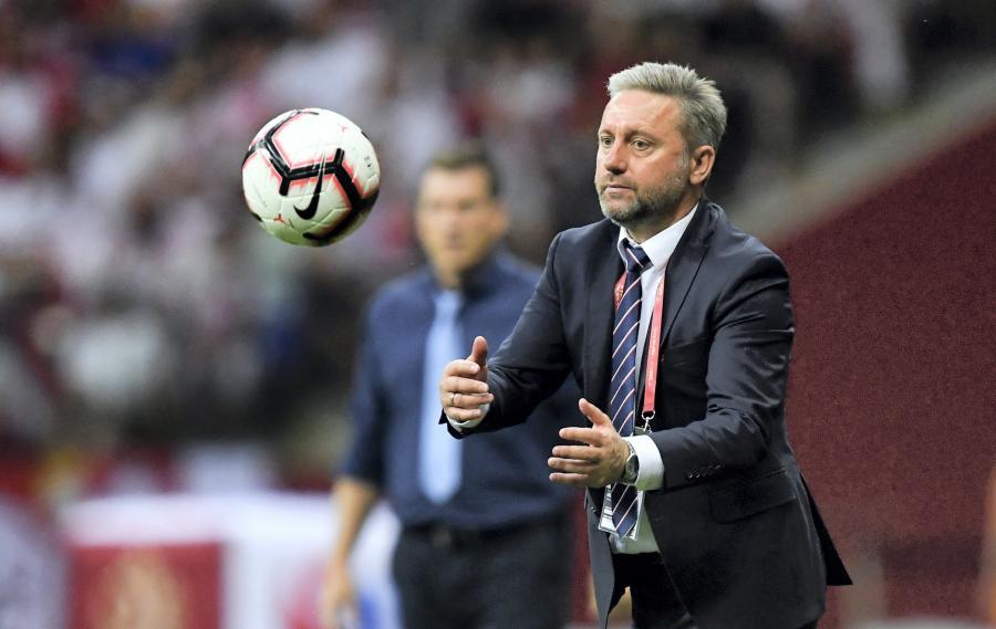 Trener reprezentacji Polski Jerzy Brzęczek podczas meczu eliminacyjnego grupy G piłkarskich mistrzostw Europy z Izraelem