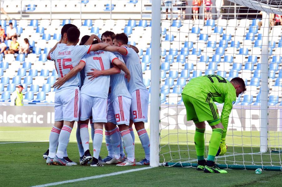 Radość Hiszpanów po golu w meczu z Belgią